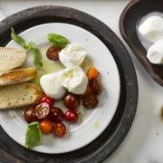 Originálna mozzarella sa vyrába z byvolieho mlieka